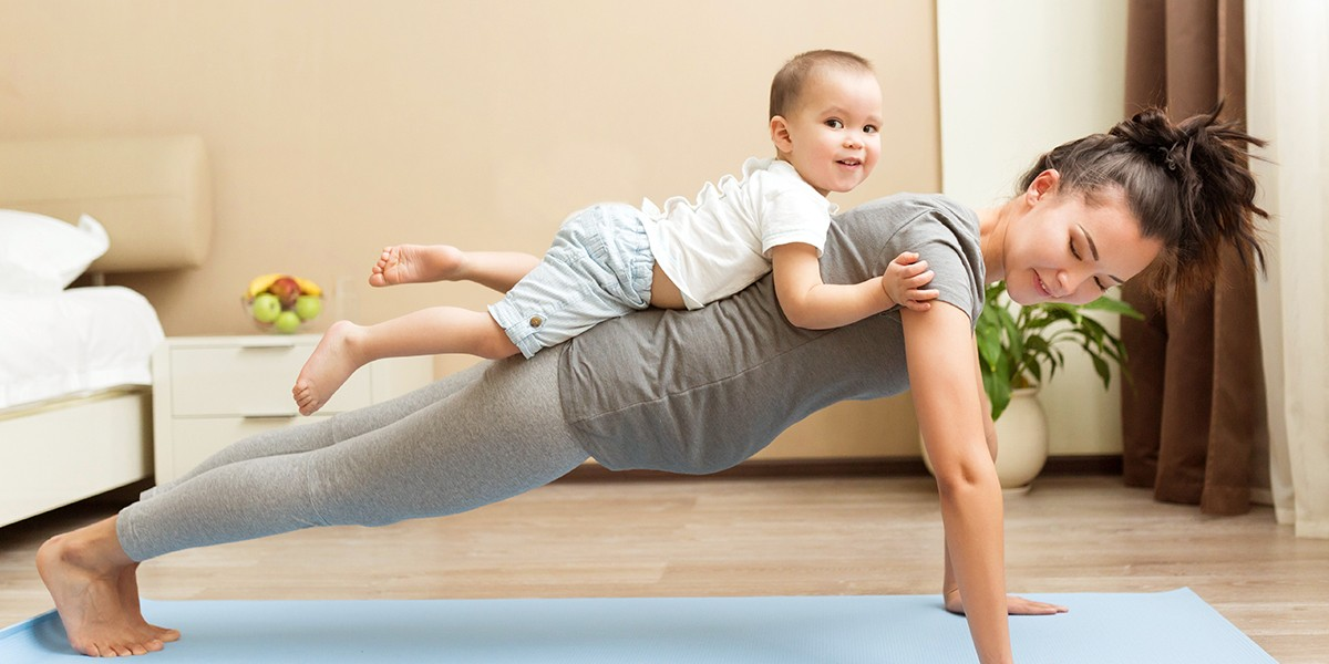 Let's do some baby yoga! Enjoy some sporty parent-child moments.